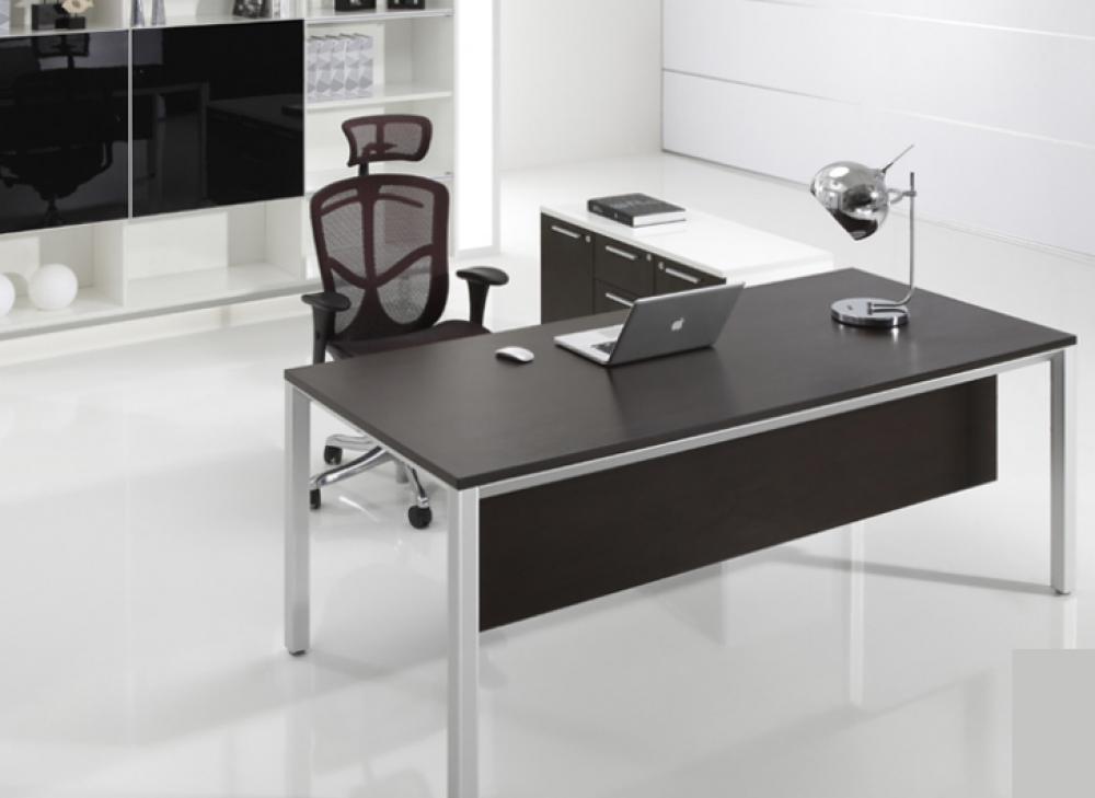 Dòng bàn làm việc chân sắt với kiểu dáng đẹp tinh tế